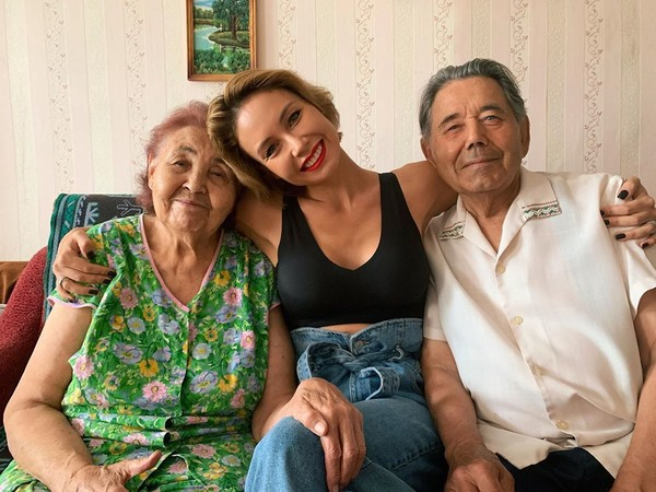 Ляйсан с бабушкой и дедушкой