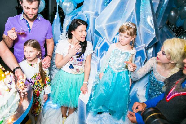 Маленькая дочь артистки была в восторге от праздника