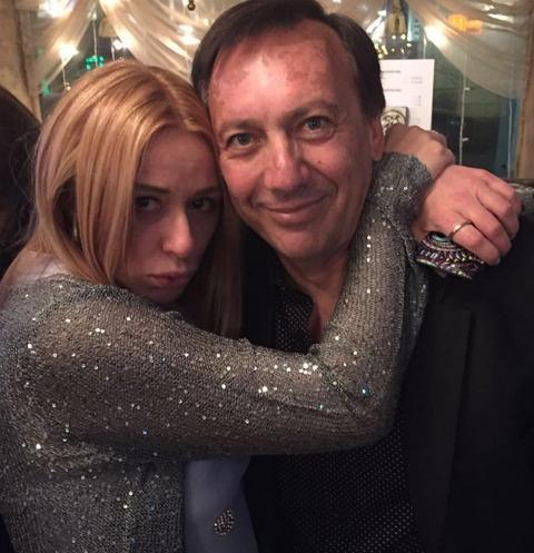 Муж Алены Апиной обвинил ее в предательстве после развода