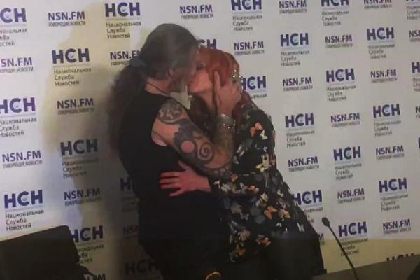 Джигурда и Анисина слились в страстном поцелуе