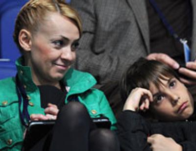 На сына Яны Рудковской активно претендует родная мать