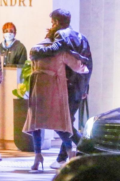 Джей Ло и Бен уже не скрывают чувств на публике