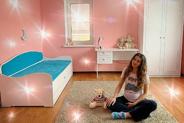 Заботливая мама уже подготовила детскую комнату