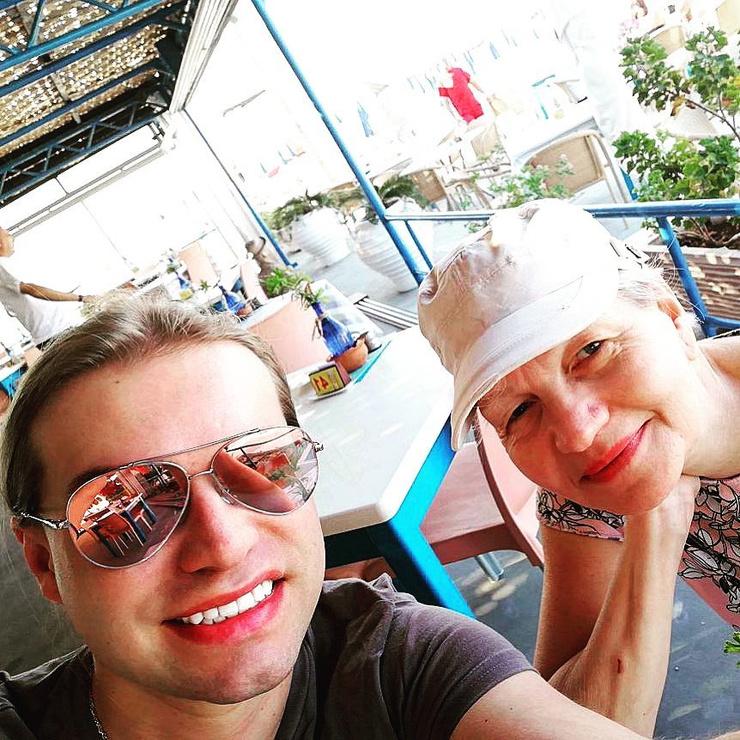 Влюбленные проводят медовый месяц на Кипре