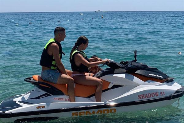 Евгений покатался с Верой на водном мотоцикле