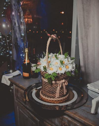 Торт именинницы, исполненный в виде корзинки с цветами