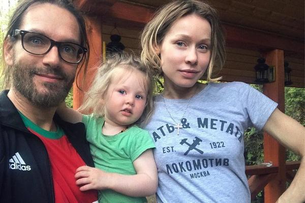 Супруги воспитывают дочь Иванку