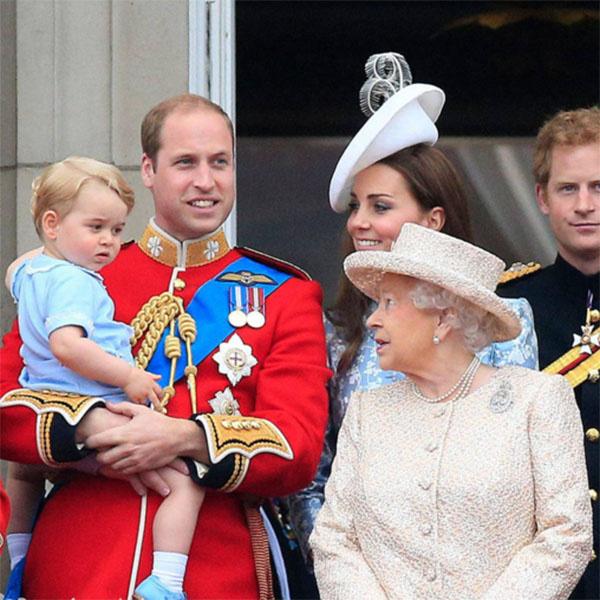 Маленький принц Георг всегда внимательно слушает бабушку королеву Елизавету II