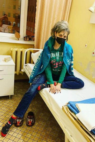 Певица провела несколько месяцев в больнице