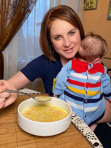Слуцкая нашла занятие для старших детей и проводит время с малышкой Кирой