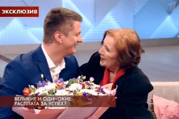 Александр специально прилетел в Москву, чтобы встретиться с бабушкой