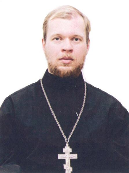 По словам иерея  Андрея Дорохина,  однажды Елена  Степаненко  подарила храму  целый грузовик  цветов