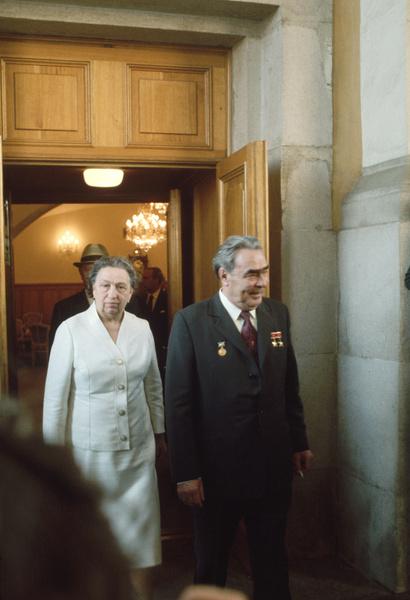 Родители смирились с первым поспешным браком Галины Брежневой