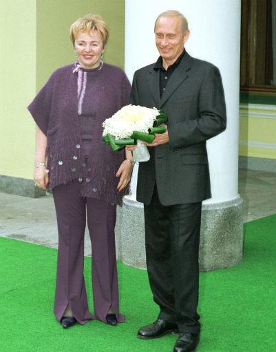 2002 год. Людмила и Владимир Путины принимают в Ново-Огарево чету Бушей