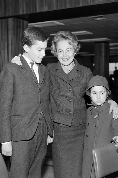Актриса с сыном и дочерью