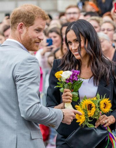Заслужить улыбку жены Гарри всегда может с помощью букета цветов...