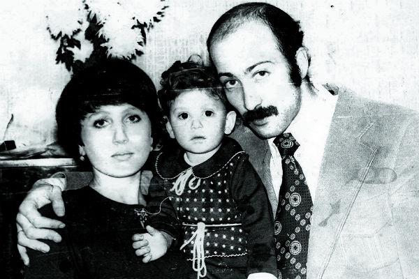Со второй женой, врачом Еленой, Александр счастлив уже более 40 лет. На фото – они с дочкой Анной, которая подарила им уже четырех внуков, 1979 год