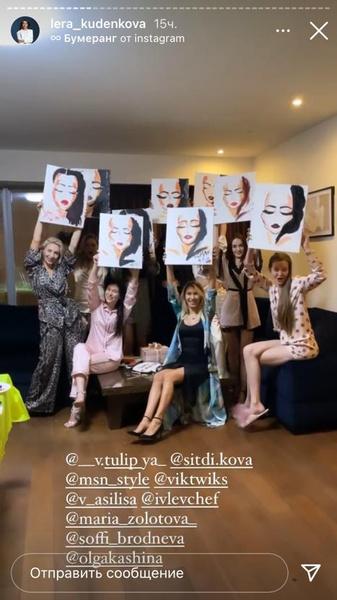 Девушки нарисовали картины