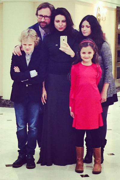 Алиса Хазанова и Дмитрий Шохин с детьми в Большом театре