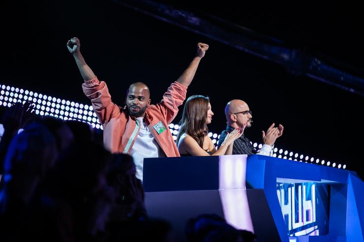 Мигель и другие члены жюри шоу «ТАНЦЫ»