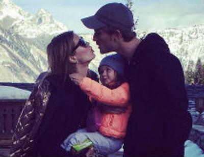 Виктория Боня поставила трехлетнюю дочь на лыжи