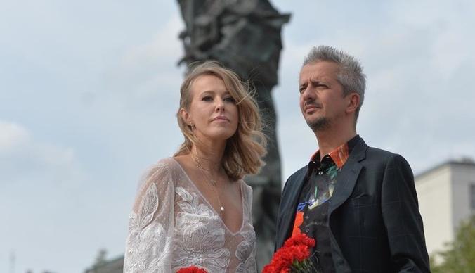 Ксения Собчак и Константин Богомолов провели первую брачную ночь на простынях за 615 тысяч