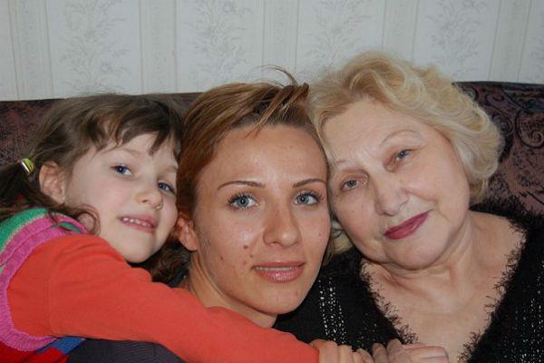 Ирина Турчинская с дочерью и свекровью