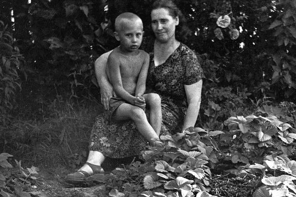 С мамой связаны самые теплые воспоминания президента о детстве