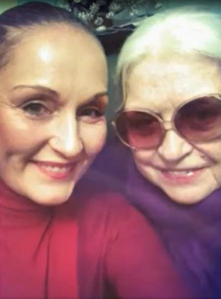 Сегодня Ольга Васильевна ухаживает за мамой, с которой у нее непростые отношения.