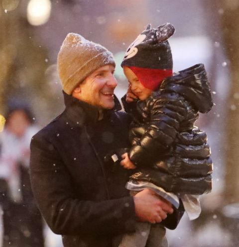 Брэдли Купер с дочкой