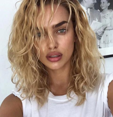 «Кто сказал, что я не могу быть блондинкой?» - спросила Ирина Шейк под этим фото