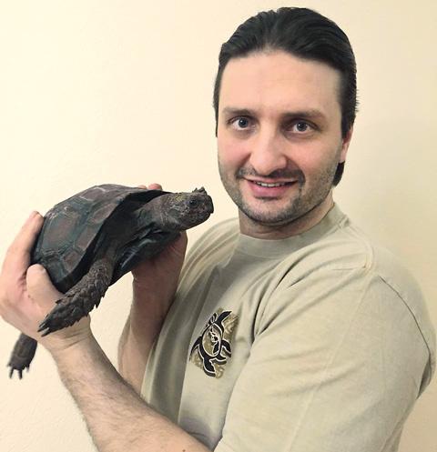 Рептилия, приобретенная артистом, живет 180 лет и достигает веса 300 кг