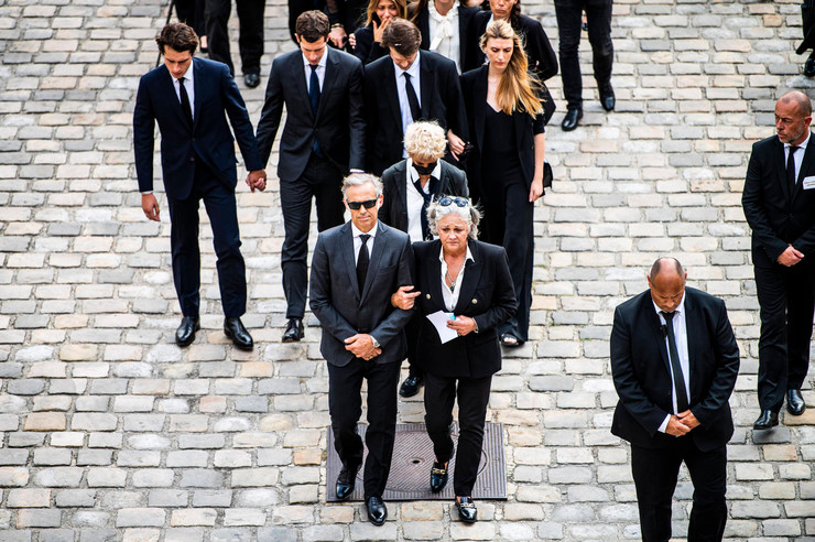Члены семьи актера первыми пришли на церемонию прощания