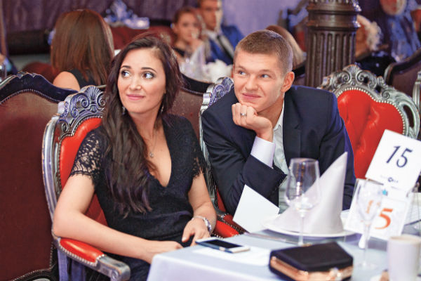 Полузащитник «Зенита» Олег Шатов принимает участие в деятельности Виктории