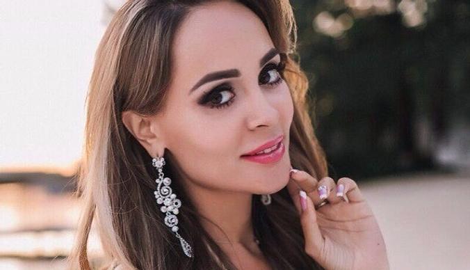 Беременная Анна Калашникова похвасталась бриллиантом от бойфренда