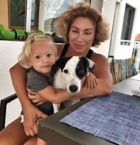 Мама Тимати с внучкой Алисой