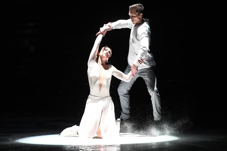 Дмитрий и Ольга снова усилили выступление световыми эффектами