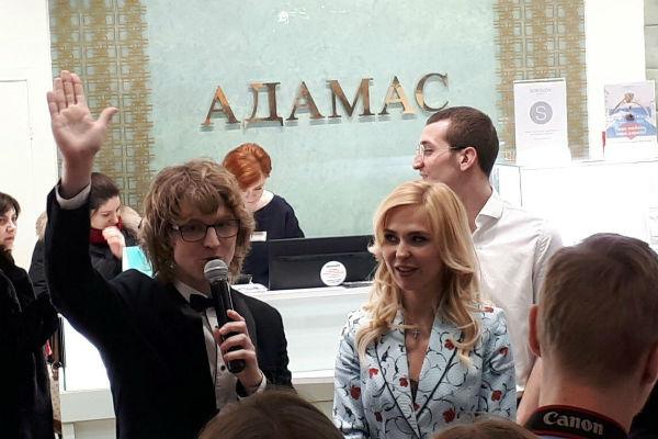 Встреча Пелагеи с поклонниками была организована брендом «Адамас», лицом которого стала артистка