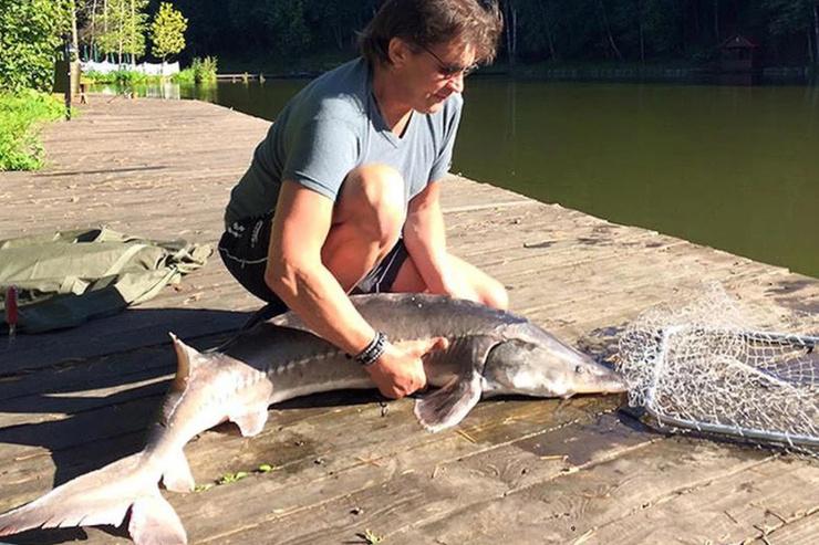 В свободное время Александр увлечен рыбалкой
