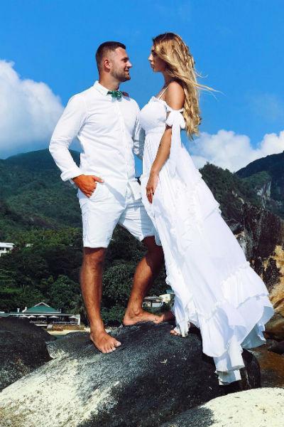 За полгода до официальной свадьбы влюбленные устроили романтическую церемонию на Сейшелах
