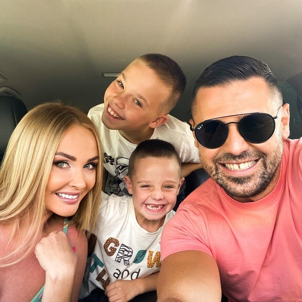 Дарья и Сергей Пынзарь с детьми