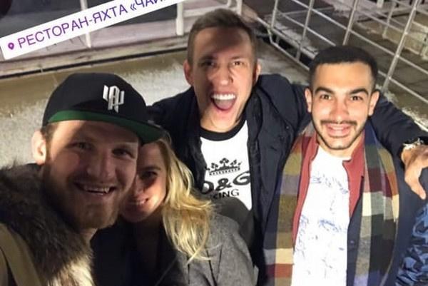 Иван познакомил Гончар с друзьями