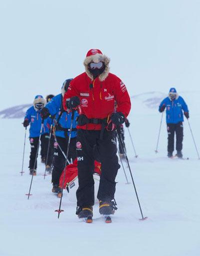 В полярной экипировке принца не отличить от других участников экспедиции