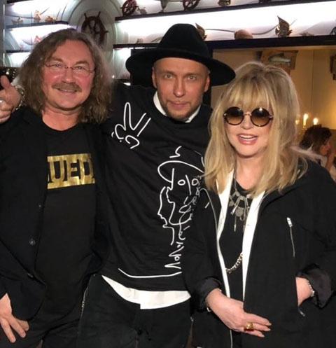 Пугачева, Николаев и Ревва погуляли на празднике известного дизайнера