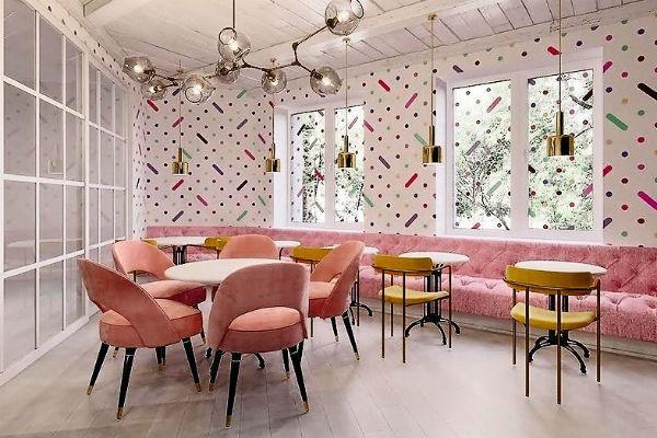 Дизайн интерьера кафе в своем театре Пермякова контролировала лично