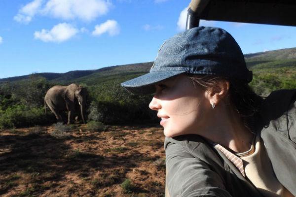 Ольга была счастлива, что смогла увидеть семейство слонов