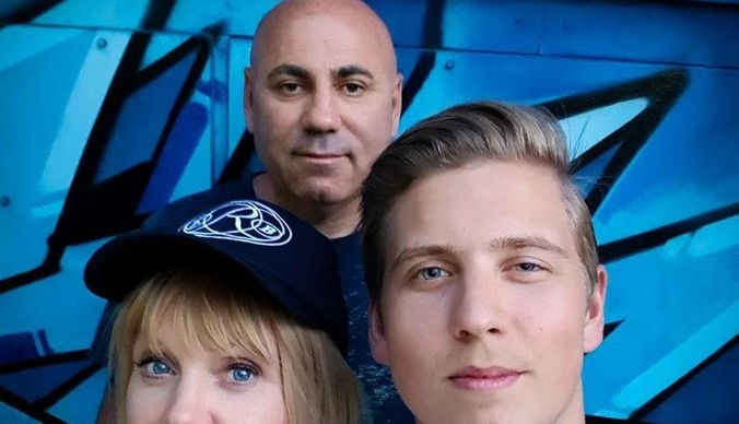 Сын Валерии стал продюсером гитариста-виртуоза без кисти руки