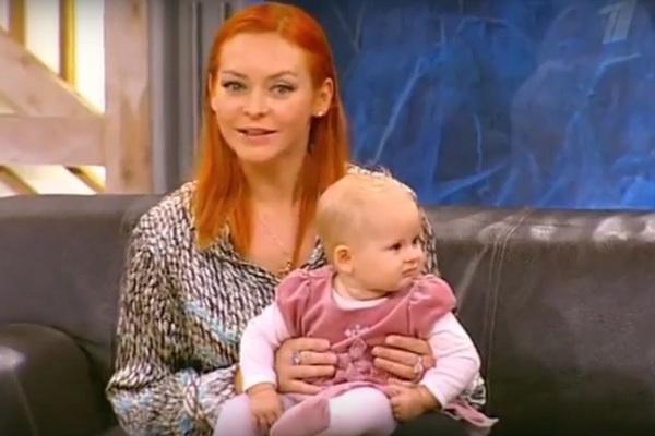 Марина Анисина с очаровательной Эвой-Владой, которая родилась в 2010 году