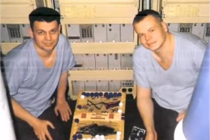 Дмитрий Колесников с сослуживцем на борту подводной лодки