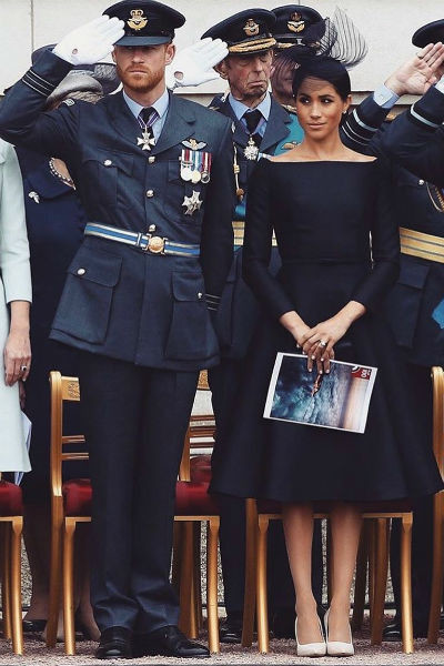 Став женой принца, Меган начала выбирать строгие и лаконичные платья